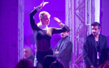 Η μεταμφίεση της Νατάσας Καλογρίδη σε γορίλα και ο αισθησιακός της χορός
