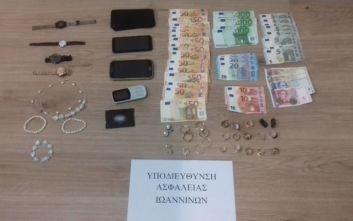 Συνελήφθη 60χρονη μέλος εγκληματικής οργάνωσης που εξαπατούσε τηλεφωνικά ηλικιωμένους