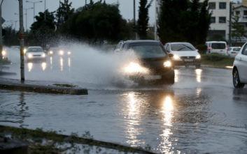 Οδήγηση στη βροχή: Τι πρέπει να προσέχουμε