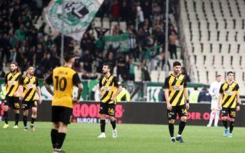 ΑΕΚ: Κράξιμο οπαδών στους παίκτες για την ήττα από τον Παναθηναϊκό