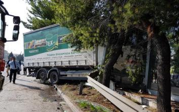 Κηφισός: Φωτογραφίες από το τροχαίο με φορτηγό που προκάλεσε τεράστιο μποτιλιάρισμα