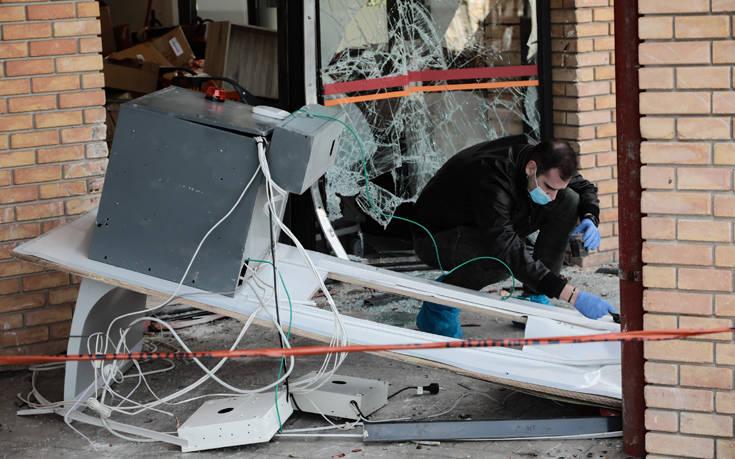 Πικέρμι: Έδεσαν ΑΤΜ σε αυτοκίνητο και το ξήλωσαν – Δείτε τις εικόνες 16