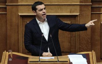 Η αμήχανη στιγμή στη Βουλή και ο διάλογος Τσίπρα με βουλευτή της ΝΔ για τα αγγλικά του