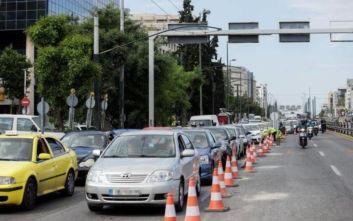 Συνεχίζονται οι εργασίες διαγράμμισης και σήμανσης σε κεντρικούς οδικούς άξονες της Αττικής