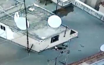 Εξάρχεια: Το βίντεο από τα drones αποκάλυψε τις μολότοφ στην ταράτσα της Σπύρου Τρικούπη