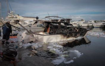 Φωτιά σε σκάφος στη Μαρίνα Γλυφάδας