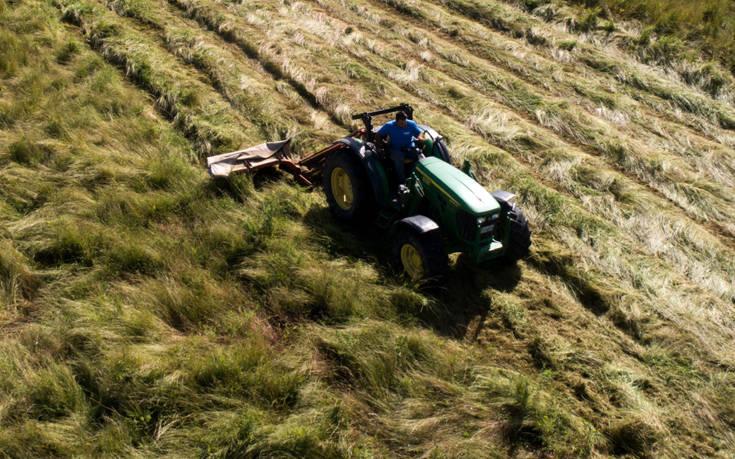 Ποιοι αγρότες κερδίζουν φέτος έκπτωση φόρου έως 2.100 ευρώ