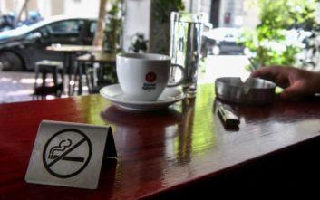 Λαμία: Τον έπιασαν να καπνίζει στην καφετέρια και του έκοψαν πρόστιμο