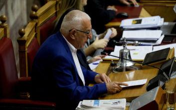 Προμήθεια 17 ευρώ πλήρωσε ο Νικήτας Κακλαμάνης για να μεταφέρει το 50% του μισθού του στο ταμείο κατά του κορονοϊού