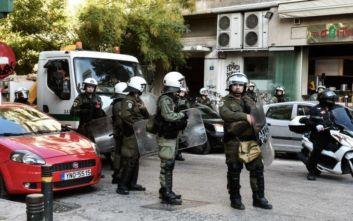 Στη ΓΑΔΑ τέσσερα άτομα στην επιχείρηση της Αστυνομίας για εκκένωση κτιρίου δίπλα στην ΑΣΟΕΕ