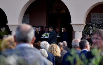 Συγκίνηση στην κηδεία του Περικλή Βασιλάκη