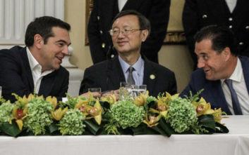 Προεδρικό Μέγαρο: Οι εντυπωσιακές παρουσίες, τα γέλια Τσίπρα - Γεωργιάδη και τα «πηγαδάκια»