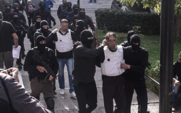 Επαναστατική Αυτοάμυνα: Ένταση και δακρυγόνα στην Ευελπίδων