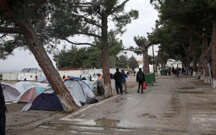 Διακόσιοι είκοσι επτά μετανάστες και πρόσφυγες έφτασαν το τελευταίο 24ωρο στην Ελλάδα