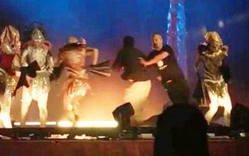 Άραβας μαχαίρωσε τρεις ηθοποιούς την ώρα που έδιναν παράσταση στο θέατρο