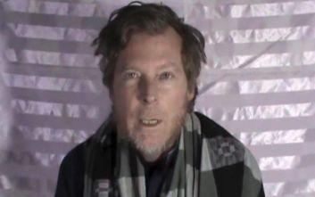 Επέστρεψε στην Αυστραλία ο εκπαιδευτικός που κρατούσαν όμηρο οι Ταλιμπάν