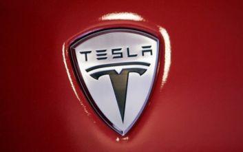 Tesla: Δημιουργεί 10.000 θέσεις εργασίας στη Γερμανία