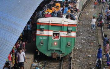 Πολύνεκρη τραγωδία μετά από σύγκρουση επιβατικών τρένων στο Μπανγκλαντές