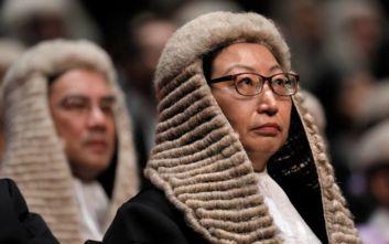 Χονγκ Κονγκ: Η υπουργός Δικαιοσύνης δεν έχει άποψη για τις καταγγελίες βασανισμού εργαζομένου στο βρετανικό προξενείο