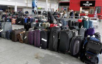 Υπάλληλος αεροδρομίου άλλαζε τα καρτελάκια στις αποσκευές των επιβατών