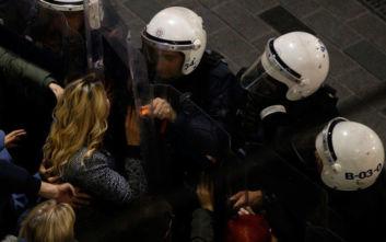 Τουρκία: Η αστυνομία διέλυσε με τη βία διαδήλωση για τα δικαιώματα των γυναικών