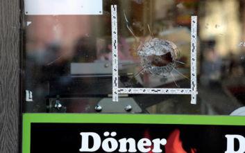 Θύμα ρατσιστικής δολοφονικής επίθεσης δώρισε το εστιατόριό του στους υπαλλήλους του