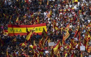 Στους δρόμους οι Ισπανοί για τις απολύσεις λόγω αναρρωτικής άδειας