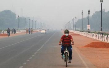 Πνίγεται στο τοξικό νέφος το Νέο Δελχί, περιορισμοί από σήμερα στην κυκλοφορία των οχημάτων