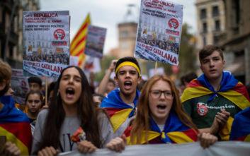 Ισπανία: Νέα εντάλματα σύλληψης σε βάρος τριών Καταλανών αυτονομιστών