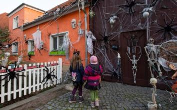 Halloween 2019: 3χρονο κοριτσάκι μπέρδεψε τα γλυκά με... ισχυρά χάπια