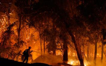 Μαίνονται οι καταστροφικές φωτιές στην Καλιφόρνια