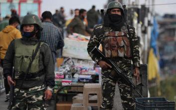 Ένας νεκρός και δεκάδες τραυματίες στο Ινδικό Κασμίρ μετά από επίθεση με βόμβα