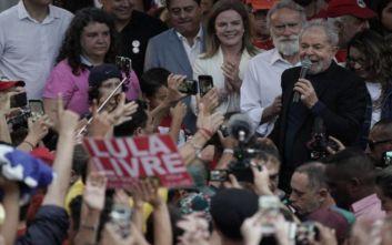 «Γιορτάζει» η Κούβα για την αποφυλάκιση του Λούλα