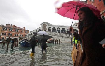 Μεγάλες καταστροφές στη Βενετία από πλημμύρα, βυθίστηκαν στο νερό πλατείες και σοκάκια