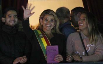 Βολιβία: Αυτοανακηρύχθηκε πρόεδρος η Τζανίνε Άνιες