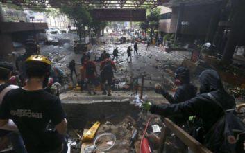 Έντονη ανησυχία για τη βία εκφράζει το Λονδίνο, να μην εμπλέκονται στα εσωτερικά του ζητά το Χονγκ Κονγκ