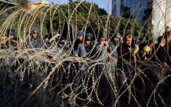 Λίβανος: Διαδηλωτές και αστυνομικοί σε «θέση μάχης» κοντά στο κοινοβούλιο