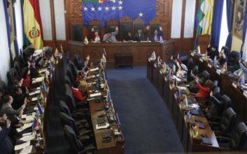 Ο κορονοϊός συνεχίζει να χτυπά τη μεταβατική βολιβιανή κυβέρνηση