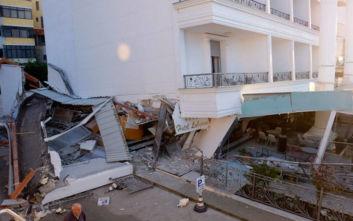 Φονικός σεισμός στην Αλβανία: Νεκροί και παγιδευμένοι στα ερείπια κτιρίων που έχουν καταρρεύσει