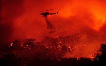 Εκκενώνονται περιοχές λόγω της πυρκαγιάς στη Σάντα Μπάρμπαρα