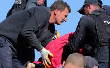 Σεισμός στην Αλβανία: Η συγκλονιστική στιγμή που διασώστες βγάζουν 5χρονη από τα ερείπια