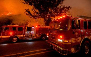 Καλιφόρνια: Η φωτιά απειλεί τη Σάντα Μπάρμπαρα