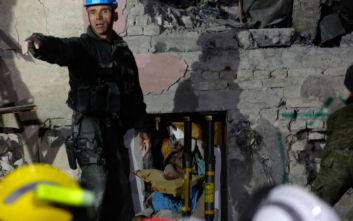 Φονικός σεισμός στην Αλβανία: Αυξάνονται οι νεκροί, αγωνία στο σκοτάδι και κραυγές μέσα από τα συντρίμμια