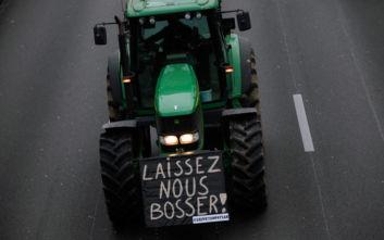 Εκατοντάδες τρακτέρ έφτασαν στο Παρίσι