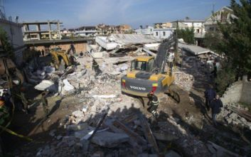 Φονικός σεισμός στην Αλβανία: Δύο ζωντανούς και επτά νεκρούς ανέσυρε η ΕΜΑΚ