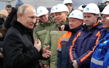 Εγκαινίασε τον ιστορικό αυτοκινητόδρομο Μόσχα-Αγία Πετρούπολη ο Πούτιν