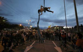 Κραυγή απελπισίας από τους Κολομβιανούς που βγήκαν κατά χιλιάδες στους δρόμους