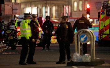 Επίθεση με μαχαίρι στο Λονδίνο: Νεκρός ο δράστης, ήταν ζωσμένος με ψεύτικα εκρηκτικά