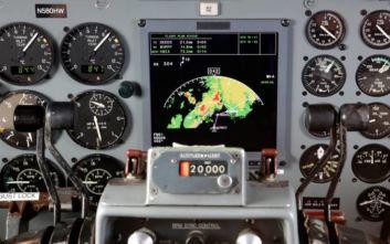 Πιλότος άφησε επιβάτιδα να μπει στο πιλοτήριο και η αεροπορική τον απέκλεισε από τις πτήσεις