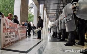 Έξω από τράπεζα η διαμαρτυρία του ΠΑΜΕ